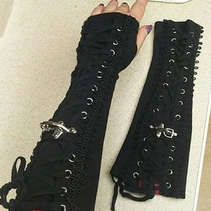 Tripp fingerless gloves with trim and corseting